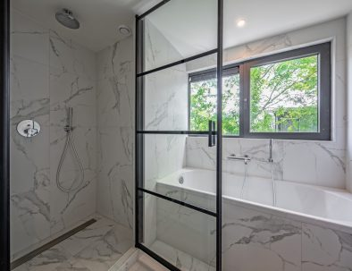 Bathtub and shower of luxurious holiday home frisian islands
